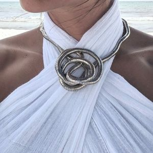 Jewelry - Flexible silver statement necklace